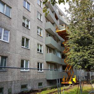 Замена балконных панелей в одном из многоквартирных домов в Таллине. Иллюстративное фото Виталия Фактулина.